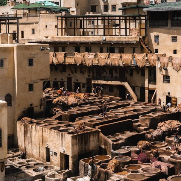 La curtiduría de Fez de Chaoura, uno de los sitios que visitará con nuestro tour de 6 días de Fez a Marrakech